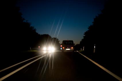 infolettre 5 astuces pour r duire le risque d 39 accident de voiture la nuit belairdirect. Black Bedroom Furniture Sets. Home Design Ideas